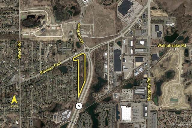 2702 N Pontiac Trail, Commerce Twp, MI 48390 (#2210074969) :: The Vance Group | Keller Williams Domain