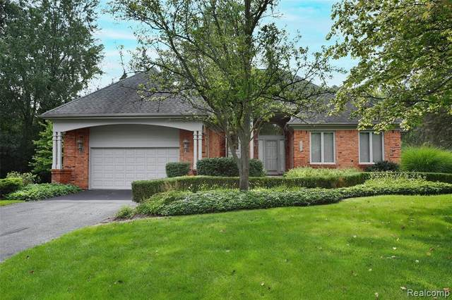 2822 Birchwood Court #2, Bloomfield Twp, MI 48302 (#2210074986) :: Real Estate For A CAUSE