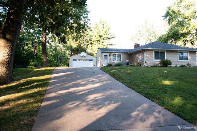 3270 Whitfield Drive, Waterford Twp, MI 48329 (#2210075898) :: GK Real Estate Team