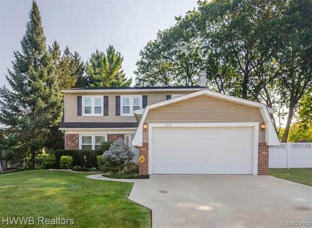 22616 Heatherwoode, Novi, MI 48375 (#2210076872) :: Duneske Real Estate Advisors