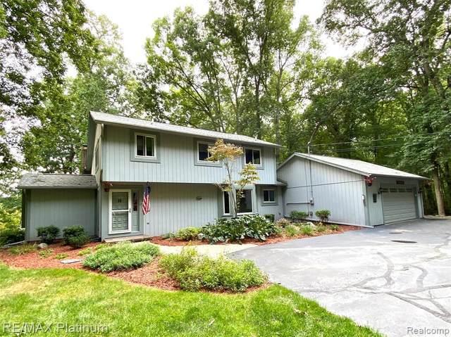 3833 Green Hills Drive, Hamburg Twp, MI 48169 (#2210077313) :: Duneske Real Estate Advisors