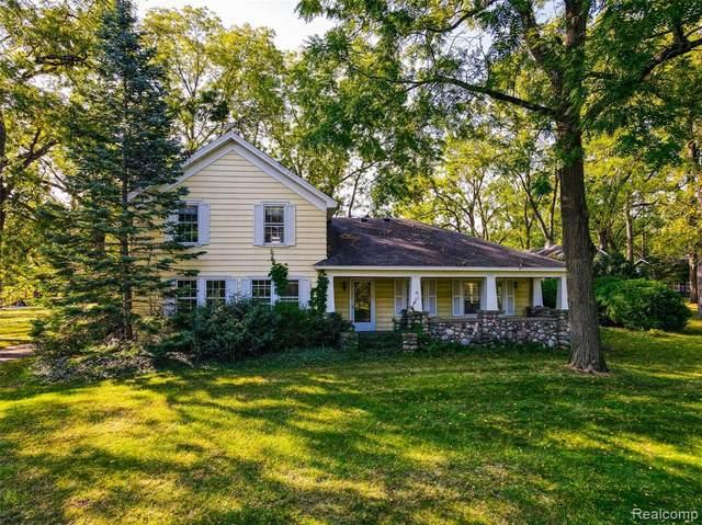 5631 Old Orchard Trail, Orchard Lake Village, MI 48324 (#2210077649) :: Alan Brown Group