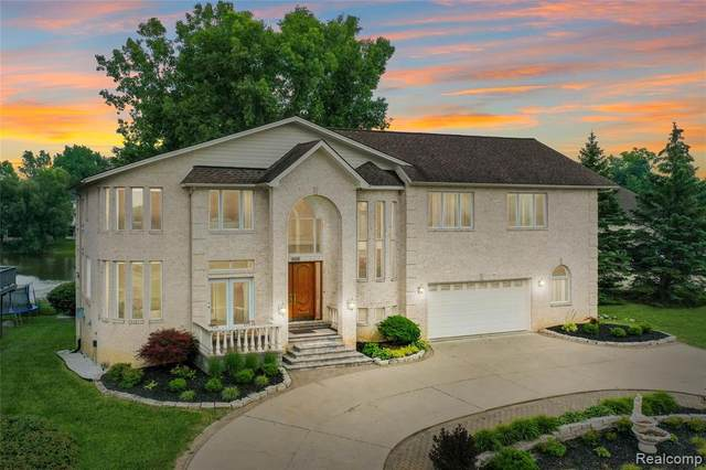 1406 Forest Bay Drive, Waterford Twp, MI 48328 (#2210077737) :: GK Real Estate Team