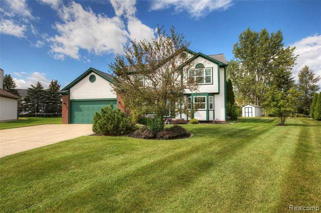 1827 Oak Squire Court, Howell, MI 48855 (#2210078208) :: Real Estate For A CAUSE
