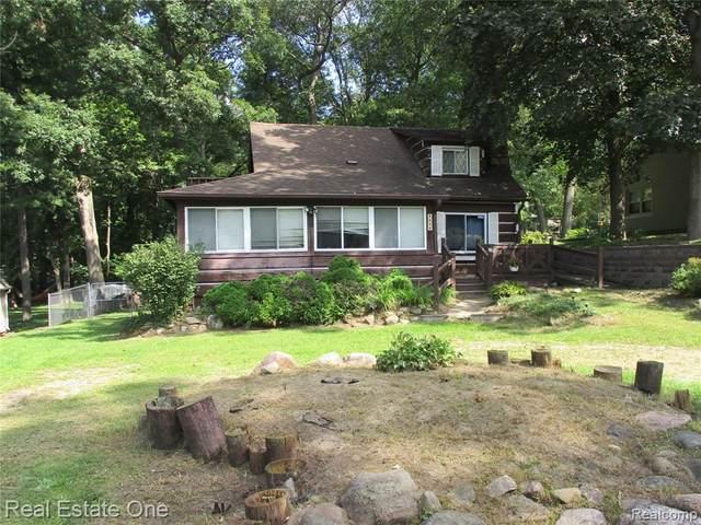 4626 Edgewood Drive, Independence Twp, MI 48346 (#2210078720) :: Duneske Real Estate Advisors