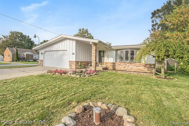 2375 Lincoln Manor Drive, Grand Blanc Twp, MI 48507 (#2210078895) :: Real Estate For A CAUSE