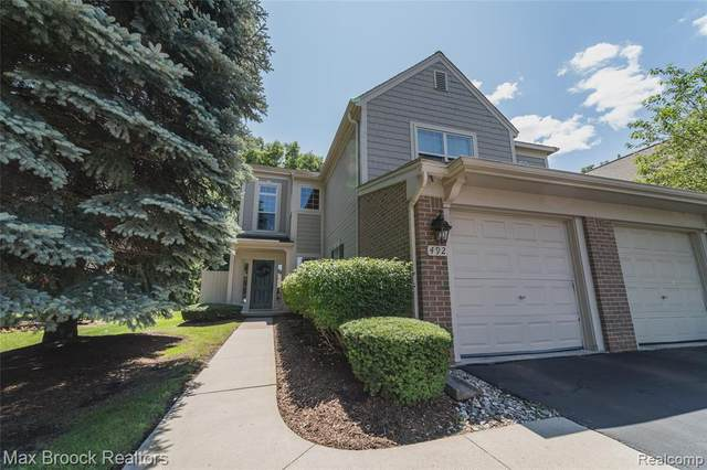492 Newburne Pointe, Bloomfield Twp, MI 48304 (#2210078928) :: Real Estate For A CAUSE