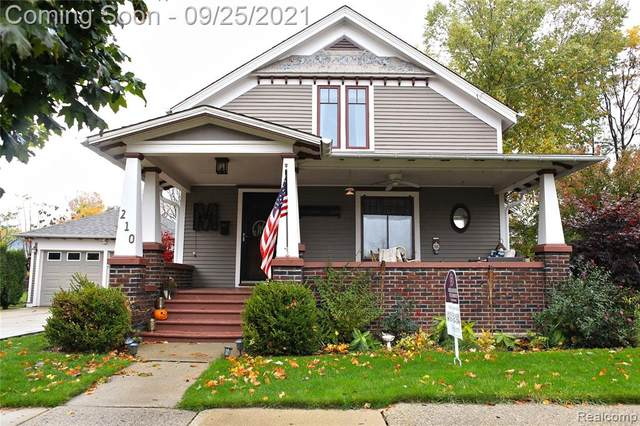 210 S Walnut Street, Howell, MI 48843 (#2210078975) :: Real Estate For A CAUSE
