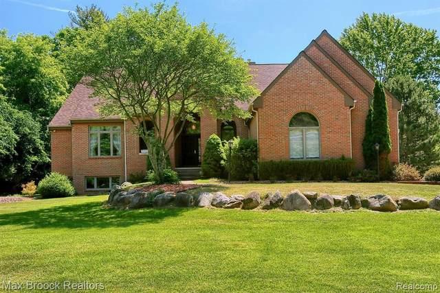 4735 Halsted Road, West Bloomfield Twp, MI 48323 (#2210079121) :: The Vance Group | Keller Williams Domain