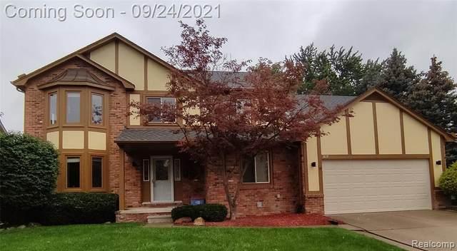 3891 Fairfax Drive, Troy, MI 48083 (#2210079208) :: Alan Brown Group