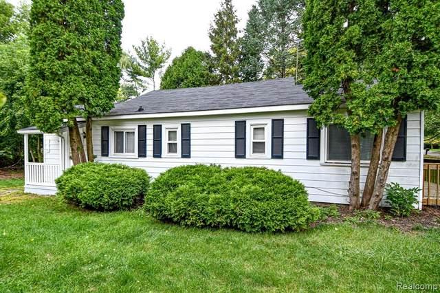 3684 Fieldview Avenue, West Bloomfield Twp, MI 48324 (#2210079409) :: RE/MAX Nexus