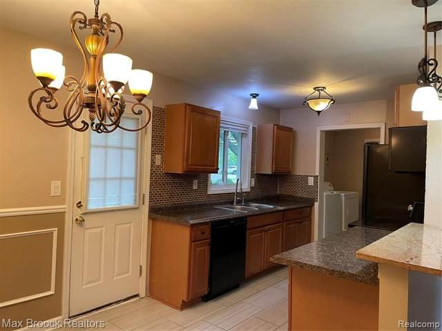 2599 Ivanhoe Drive, West Bloomfield Twp, MI 48324 (#2210079446) :: GK Real Estate Team