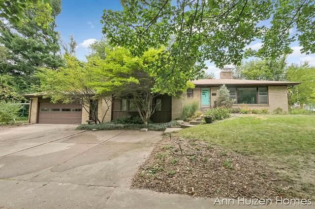 519 Comstock Boulevard NE, Grand Rapids, MI 49505 (#65021107003) :: GK Real Estate Team