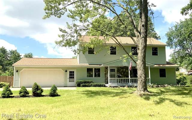 5971 Farley Road, Village Of Clarkston, MI 48346 (#2210079542) :: Duneske Real Estate Advisors