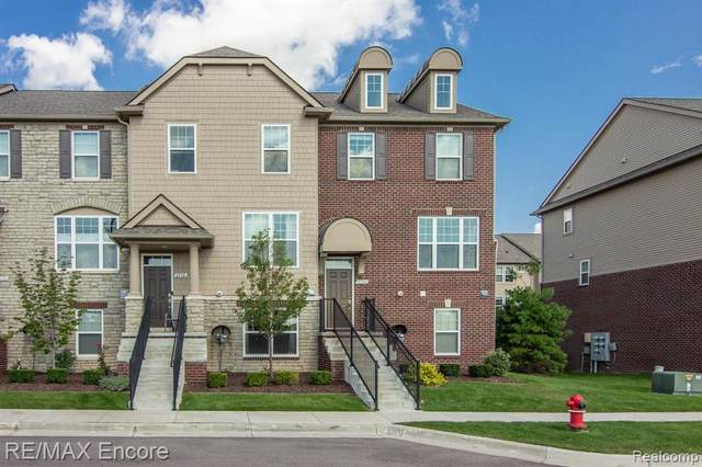 2594 Helmsdale Circle, Rochester Hills, MI 48307 (#2210079626) :: National Realty Centers, Inc