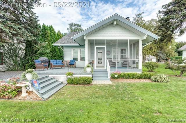 421 Edgewater Drive, Algonac, MI 48001 (#2210079674) :: Real Estate For A CAUSE