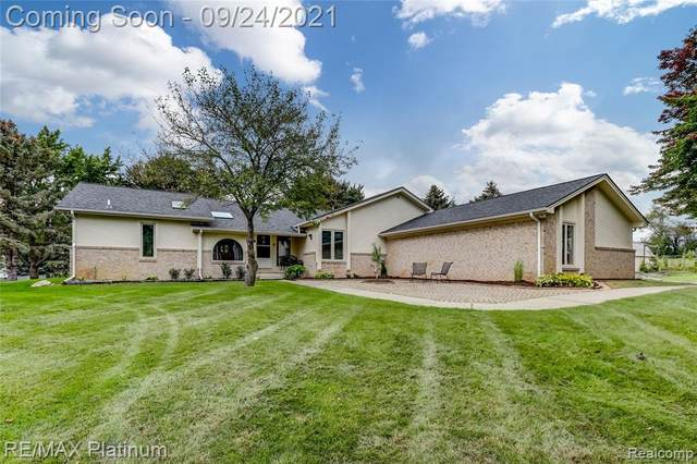 2474 Willow Way Drive, Commerce Twp, MI 48382 (#2210079850) :: Alan Brown Group