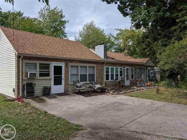 24120 Oxford, Clinton Twp, MI 48036 (#58050055878) :: Duneske Real Estate Advisors