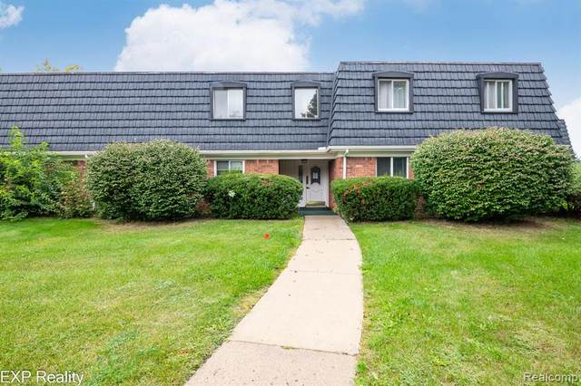 1830 Colonial Village Way Apt 2, Waterford Twp, MI 48328 (#2210079998) :: National Realty Centers, Inc