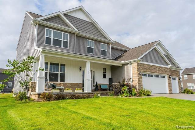 1337 Bluff Drive, Howell, MI 48843 (#2210080065) :: The Mulvihill Group