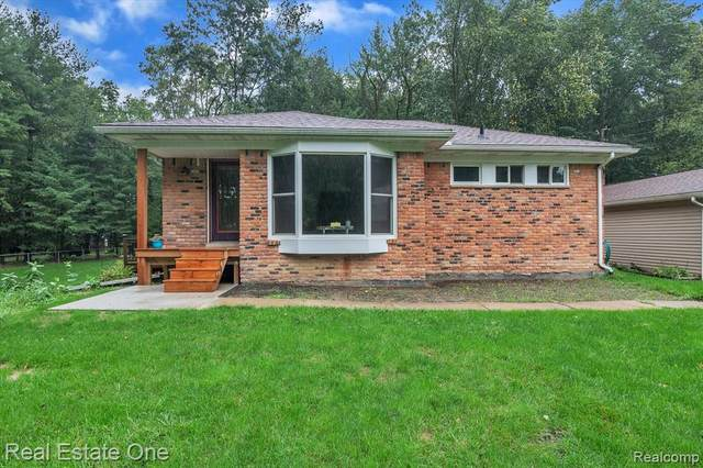 5630 Fleming Road, Howell Twp, MI 48836 (#2210080197) :: The Mulvihill Group