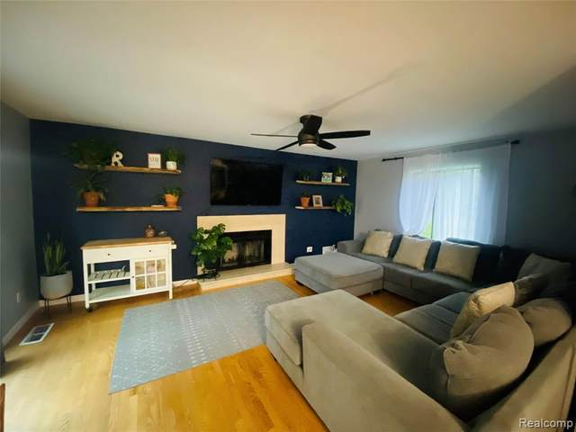 5586 Copley Square Road, Grand Blanc Twp, MI 48439 (#2210080392) :: Duneske Real Estate Advisors