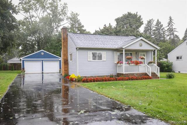5575 Cleary Drive, Waterford Twp, MI 48329 (#2210080436) :: Duneske Real Estate Advisors