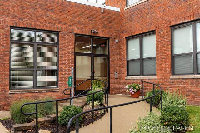 525 Superior Street #200, South Haven, MI 49090 (#69021107750) :: The Mulvihill Group