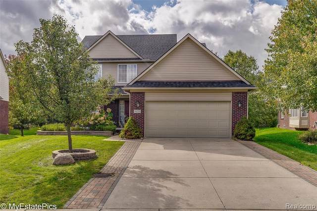 16211 Westminister Drive, Northville Twp, MI 48168 (#2210080818) :: BestMichiganHouses.com