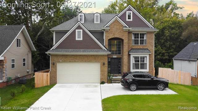 8382 Clinton River Road, Sterling Heights, MI 48314 (#2210080910) :: The Mulvihill Group