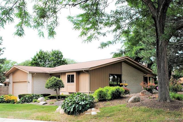 1720 Saint Johns Court S, Bloomfield Twp, MI 48302 (#2210081098) :: Real Estate For A CAUSE