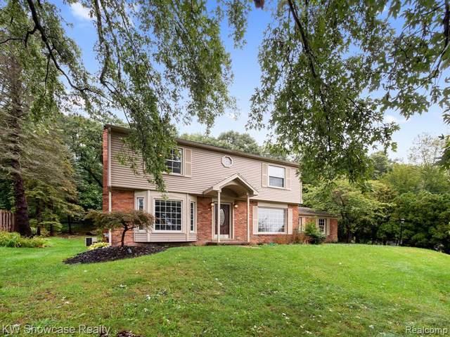 3324 Moraine Drive, Brighton Twp, MI 48114 (#2210081122) :: Real Estate For A CAUSE