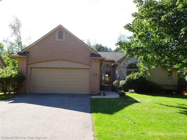 7059 Deerwood Trail, West Bloomfield Twp, MI 48323 (#2210081255) :: Real Estate For A CAUSE