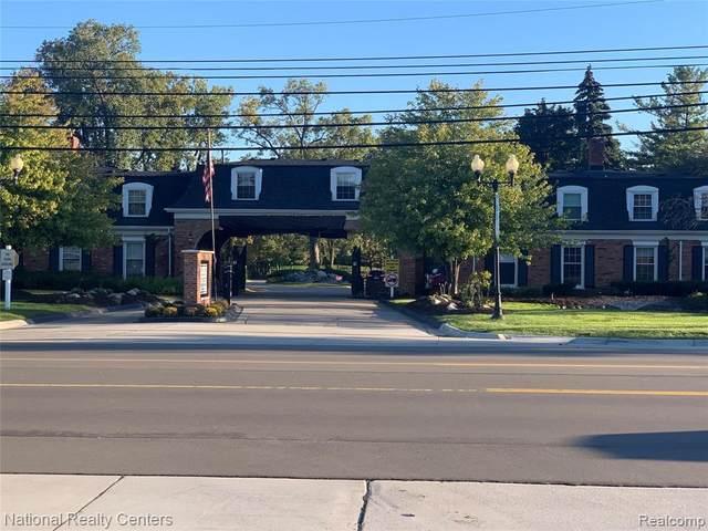 18301 W 13 Mile Road B-24 Road S, Southfield, MI 48076 (#2210082560) :: Robert E Smith Realty
