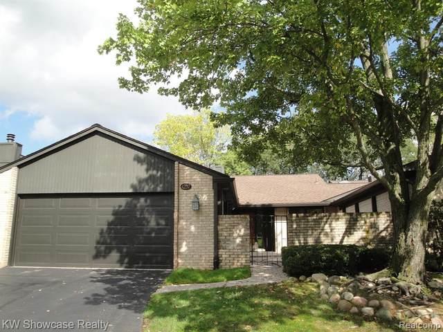 4237 Sawgrass Drive, West Bloomfield Twp, MI 48302 (#2210083391) :: Keller Williams Advantage