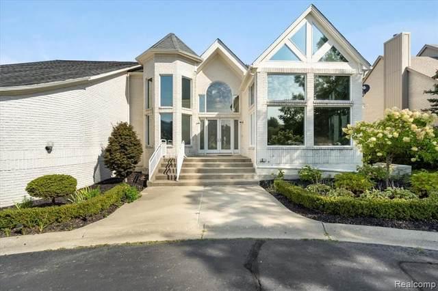 7124 Alta Vista Drive, West Bloomfield Twp, MI 48322 (#2210083474) :: RE/MAX Nexus