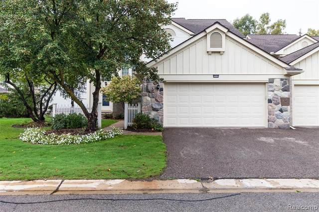 7112 Winding Brook Court, West Bloomfield Twp, MI 48322 (#2210083779) :: Real Estate For A CAUSE