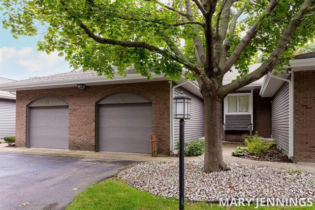652 Edgewater Drive, Spring Lake Vlg, MI 49456 (#71021109266) :: Real Estate For A CAUSE