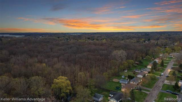1681 Lochaven Road, West Bloomfield Twp, MI 48324 (#2210084679) :: National Realty Centers, Inc