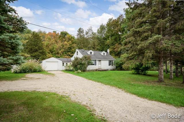 6810 60th Street SE, Caledonia Twp, MI 49512 (#65021109867) :: National Realty Centers, Inc