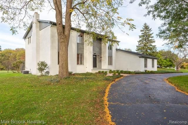 5477 Woodview Drive, Bloomfield Twp, MI 48302 (#2210086800) :: BestMichiganHouses.com