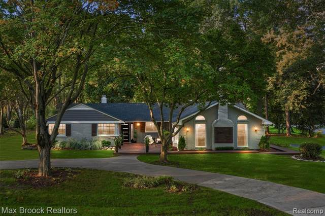 4361 Meadowlane Court, Bloomfield Twp, MI 48304 (#2210086924) :: BestMichiganHouses.com