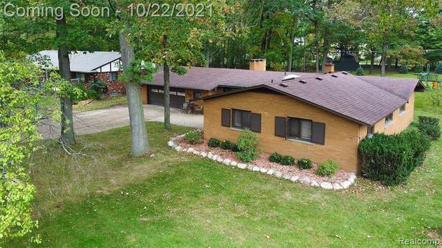 15600 Hidden Lane, Livonia, MI 48154 (#2210086976) :: National Realty Centers, Inc