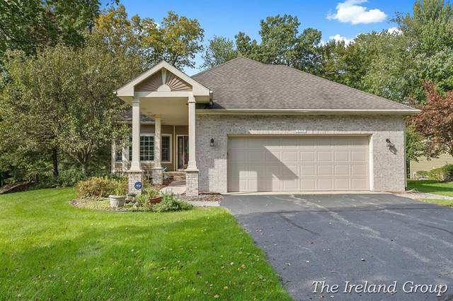1719 Clear Creek Court NE, Grand Rapids, MI 49505 (#65021111043) :: Robert E Smith Realty