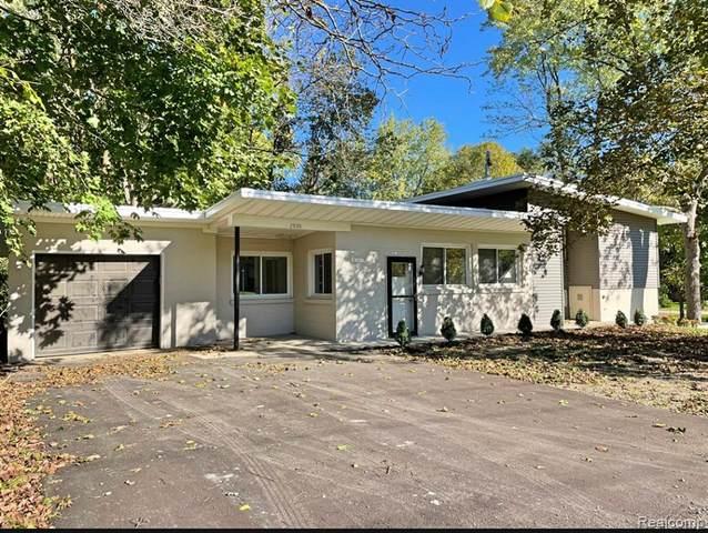2920 Valley Drive, Ann Arbor, MI 48103 (#2210087790) :: The Alex Nugent Team | Real Estate One