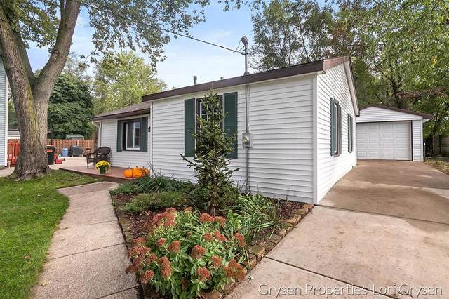 252 43rd Street SE, Kentwood Twp, MI 49548 (#65021111417) :: Real Estate For A CAUSE