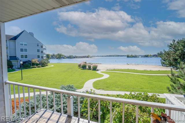 3559 Port Cove Dr Apt 10, Waterford Twp, MI 48328 (#2210088148) :: Robert E Smith Realty