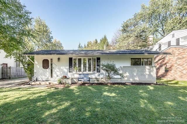 2027 Calumet Avenue, Ann Arbor, MI 48104 (#543284232) :: The Alex Nugent Team | Real Estate One