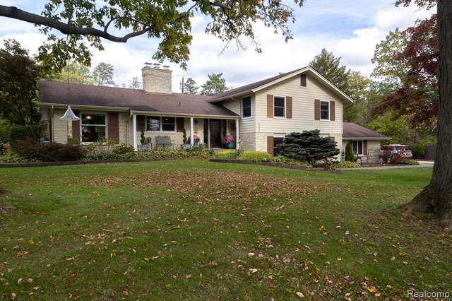 1095 Rock Spring Road, Bloomfield Twp, MI 48304 (#2210088283) :: The Mulvihill Group