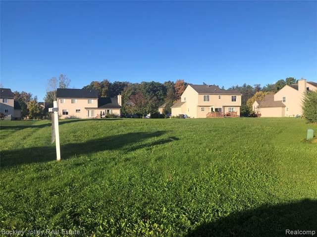 1929 Acorn Valley Drive, Howell, MI 48855 (#2210089101) :: Duneske Real Estate Advisors